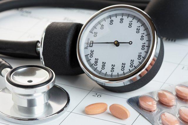 Таблетки и стетоскоп