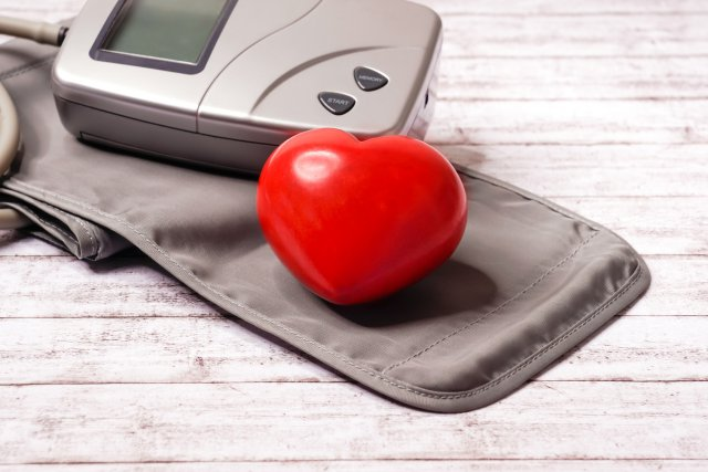 Сердце и тонометр полуавтомат