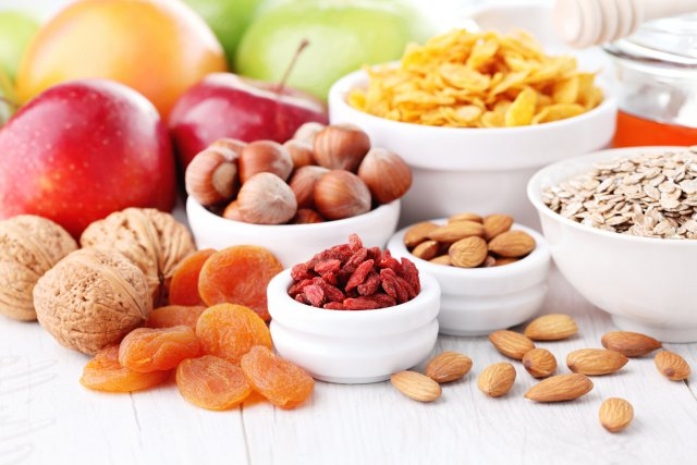 Орехи, фрукты и сухофрукты