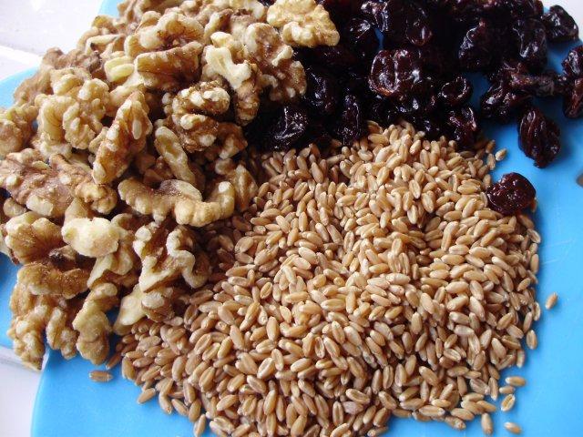 Пшеница и грецкие орехи