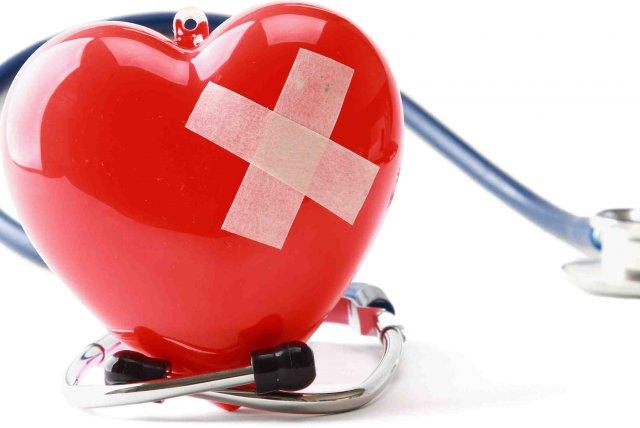 Больное сердце и стетоскоп