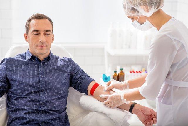 Забор крови у мужчины